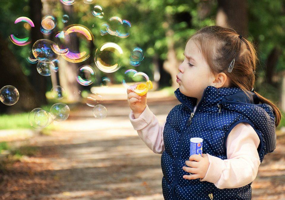 Momenti di mindfulness in famiglia: le bolle di sapone