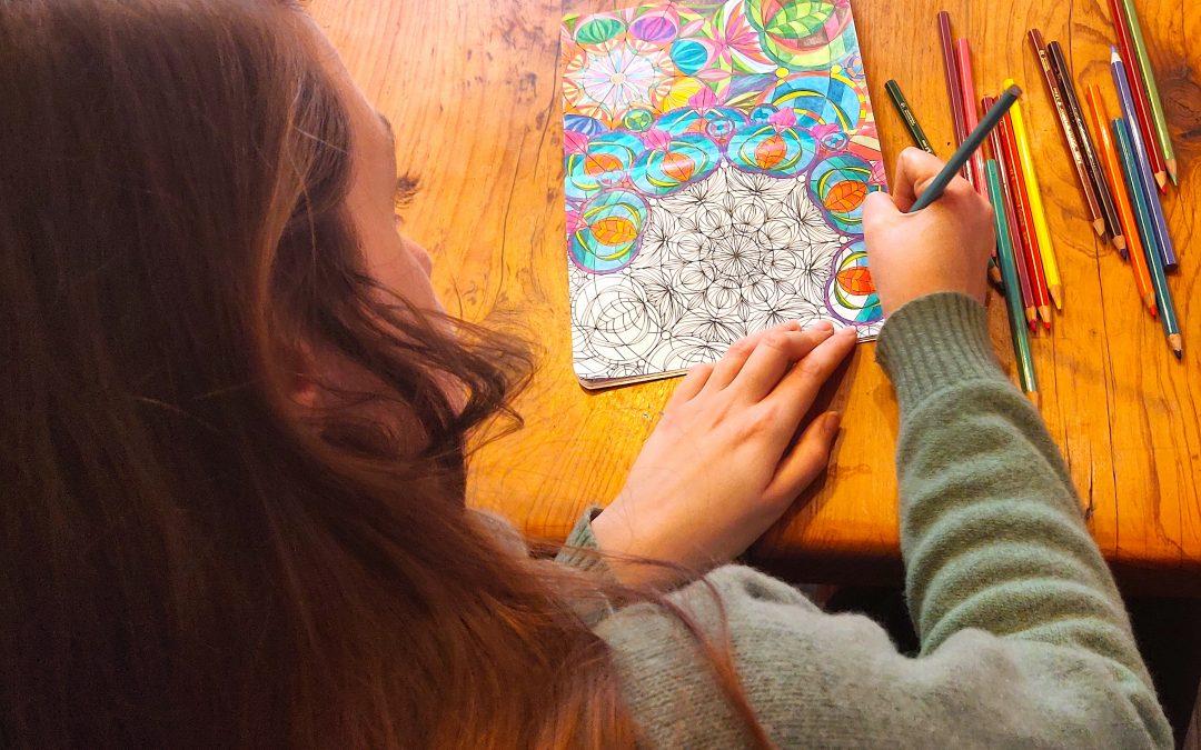 Momenti di mindfulness in famiglia: colorare con consapevolezza
